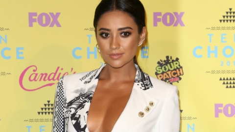 Shay Mitchell on Books, #Squads, and Beauty  | StyleCaster
