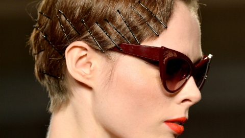 5 Life-Changing Uses for Bobby Pins | StyleCaster