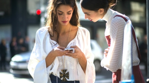 The One App That's Draining Your Phone Battery | StyleCaster