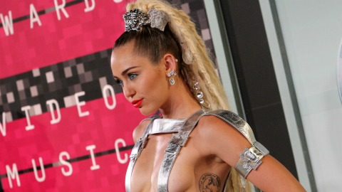 Miley Cyrus Will Play a Completely Naked Show | StyleCaster