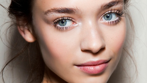 3 Reasons Your Face Oil Isn't Giving You Glowy, Hydrated Skin | StyleCaster
