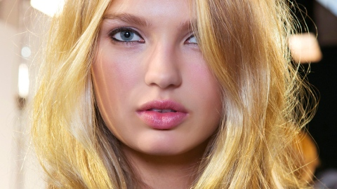 Teasing Is Back: Here's How to Do It Without Effing Up Your Hair   StyleCaster