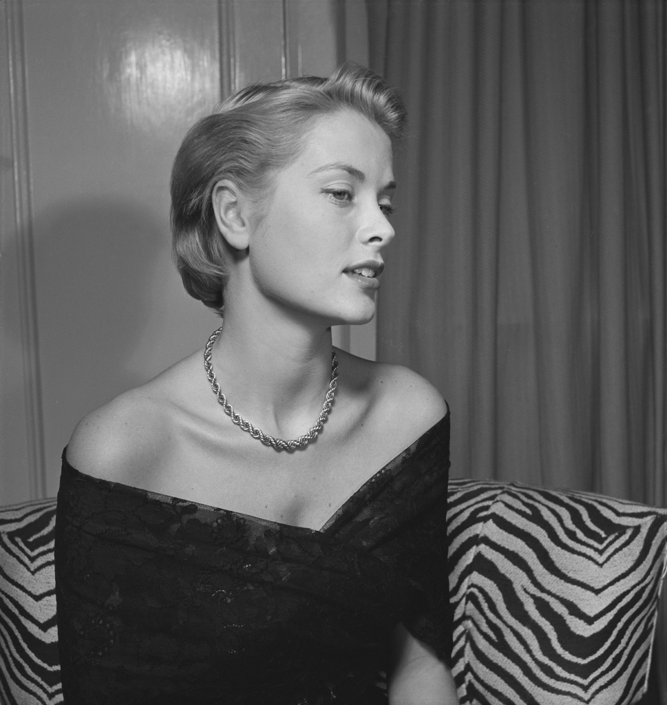 NEW YORK - 1949: 19 year old model and actress Grace Kelly poses for a portrait to be used as an artist reference for a Joe DiMaggio painting in 1949 in New York City, New York. (photo by Ed Vebell/Getty Images)