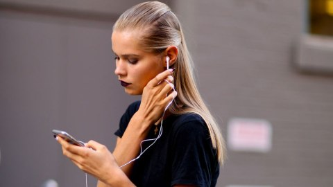 Feeling Queasy? Your Phone May Be to Blame | StyleCaster