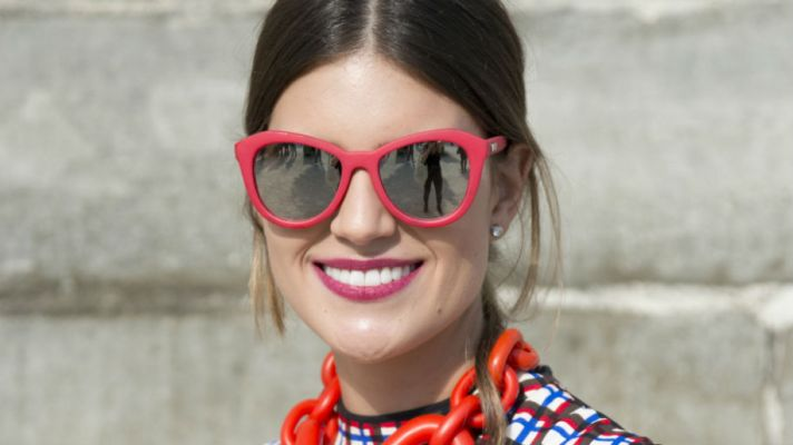 How 10 Fashion Girls Wear Pink Lipstick (Without Looking Prissy)