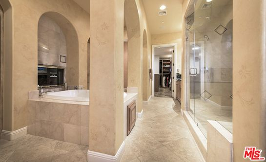 Adding to the luxury are a steam shower and a soaking tub. (Photo: Courtesy of TheMLS.com)