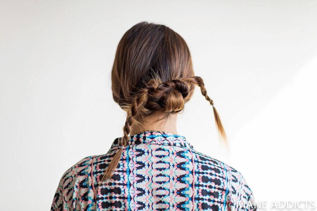 mane addicts rope tie chignon step 6