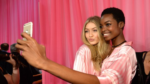 The Simple Trick That'll Make You Look Better in Photos | StyleCaster
