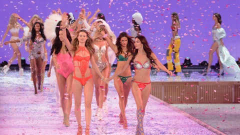 5 Things That Happened at the Victoria's Secret Fashion Show | StyleCaster
