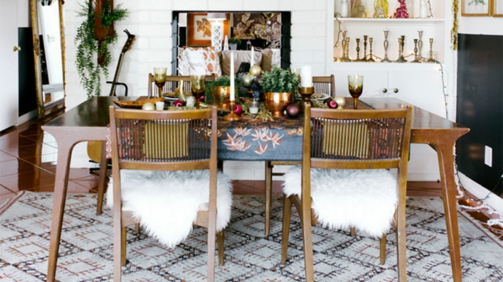 13 Modern Holiday Tablescapes That'll Up Your Hosting Game