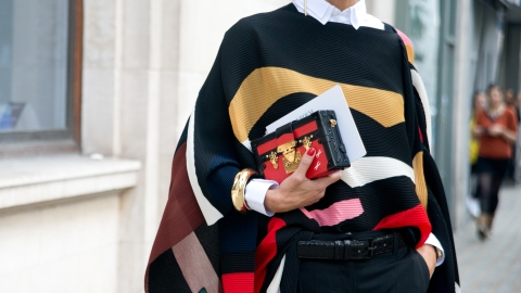 32 Street-Style-Approved Ways to Throw on a Cape | StyleCaster