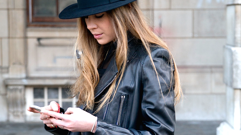 Fact: Ending Your Texts With a Period Makes You the Worst | StyleCaster