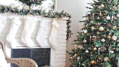 16 Insanely Pretty Christmas Mantel Decor Ideas | StyleCaster