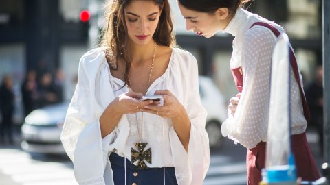 8 Entertaining Apps That Don't Need Internet | StyleCaster