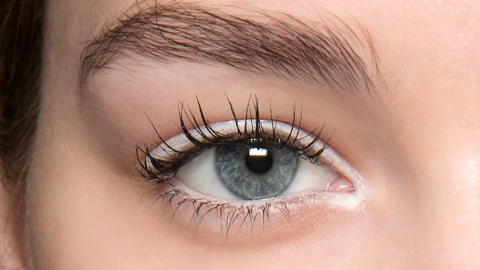 7 Makeup Artists' Tricks For Looking More Awake | StyleCaster