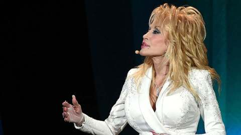 8 Reasons We All Should Be a Little More Like Dolly Parton | StyleCaster