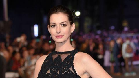 Anne Hathaway Posts Baby Bump in Bikini, Beats the Paparazzi  | StyleCaster