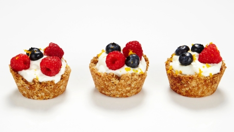 This Granola Cup Recipe Will Save You on Busy Mornings | StyleCaster