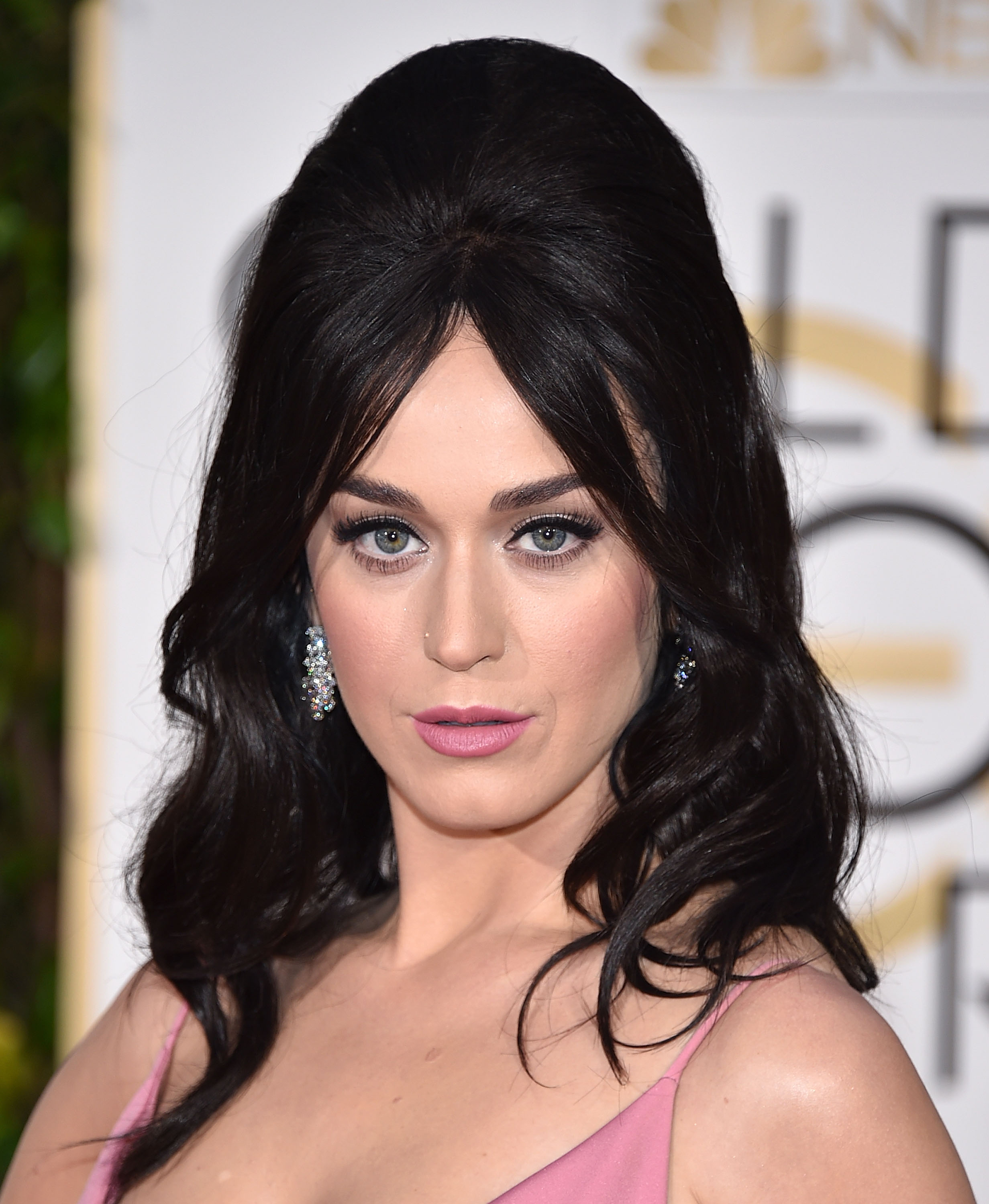 Hot Shots: Katy Perry Serves Pretty In Pink At Golden