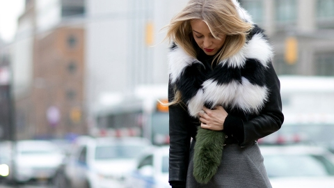 How to Tie a Faux-Fur Scarf | StyleCaster