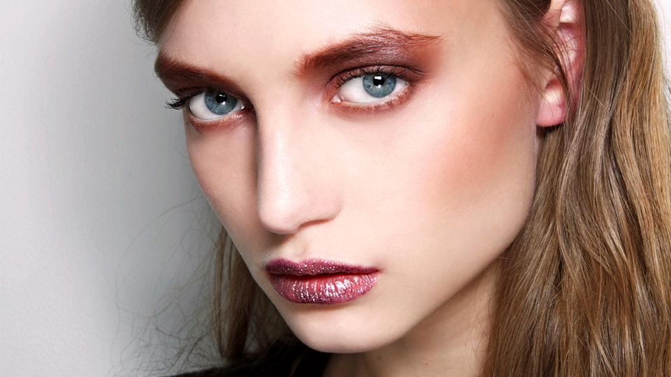 6 Chic Ways to Wear Glitter Lipstick Without Looking Crazy-Pants