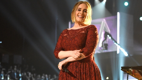 Watch Adele and Ellen Pull Off a Flawless Prank on an L.A. Jamba Juice   StyleCaster
