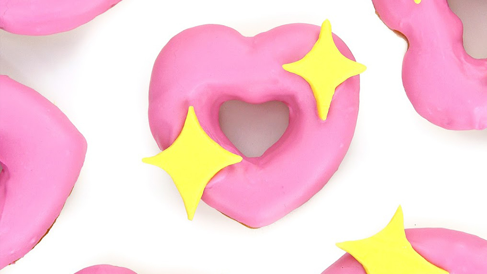 These Heart-Emoji Donuts Will Win V-Day | StyleCaster