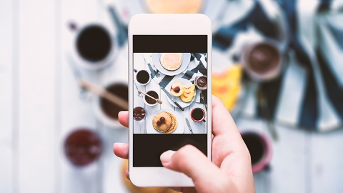 Turns Out Your Dinner-Table Instagram Obnoxiousness Is Totally Justified  | StyleCaster