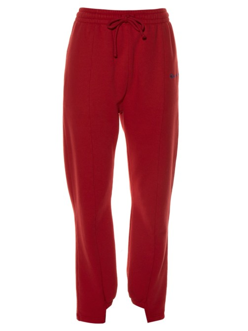 1048315 1 Selena Gomez Wears $1,400 Worth of Vetements Sweats to the Airport
