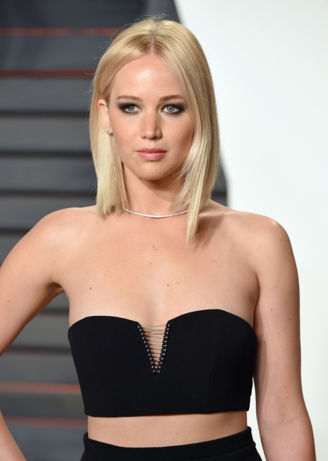 BEVERLY HILLS, CA - FEBRUARY 28: Jennifer Lawrence attends the 2016 Vanity Fair Oscar Party Hosted By Graydon Carter at Wallis Annenberg Center for the Performing Arts on February 28, 2016 in Beverly Hills, California. (Photo by Karwai Tang/WireImage)