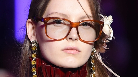 The Key to Pulling Off This Season's Hair Accessory Trend: Go Vintage   StyleCaster