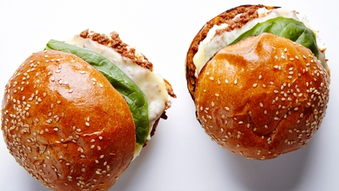 A Game-Changing Alternative to Basic Burgers to Try Tonight   StyleCaster