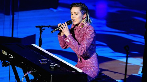 NBC Gives Miley Cyrus Her Own (Spinning) Seat on 'The Voice' | StyleCaster