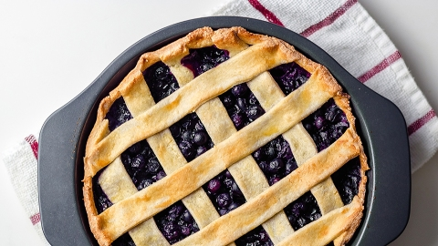 A Pie Recipe That'll Elevate All of Your Spring Picnics | StyleCaster