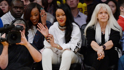 Rihanna Couldn't Care Less About Your Anti-Inflammatory Diet | StyleCaster