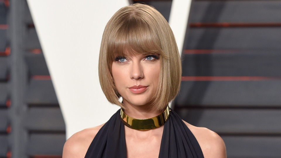 Here's Taylor Swift Losing Her Sh*t Watching Rihanna and Calvin Harris | StyleCaster