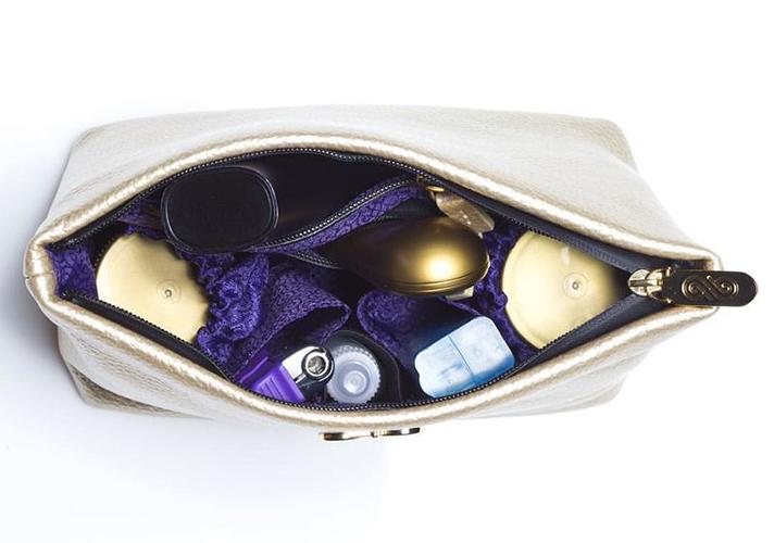 The interior of AnnaBis' Melissa pouch.