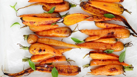 You Haven't Had Roasted Carrots Until You've Tried This Recipe | StyleCaster