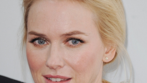 Get The Look: Naomi Watts' Glowing Skin | StyleCaster
