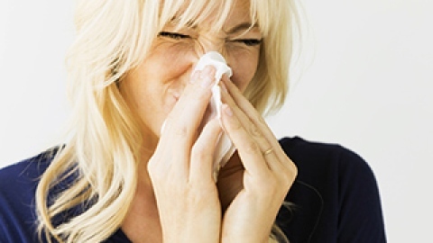 9 Beauty Tricks to Disguise Seasonal Colds and Flus | StyleCaster