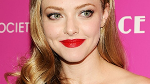 Get The Look: Amanda Seyfried's Striking Red Lipstick | StyleCaster