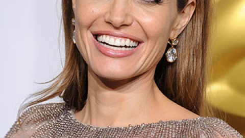 5 Beauty Lessons We've Learned from Angelina Jolie   StyleCaster