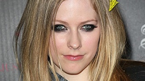 Avril Lavigne Did What?! To Her Hair? | StyleCaster