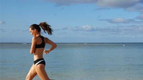 3 Workouts You Can Do on the Beach | StyleCaster