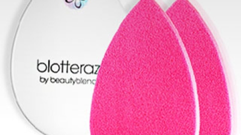 This Blotting Sponge Will Change Your Life   StyleCaster