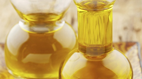 Beauty Oils 101: The Beginner's Guide to Skin and Hair Oils   StyleCaster