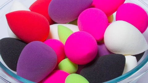 Are You Using the Beautyblender All Wrong? | StyleCaster