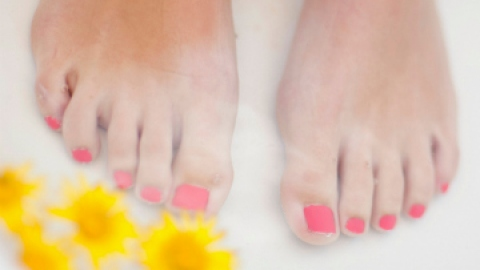 The Most Relaxing DIY Pedicure Ever | StyleCaster