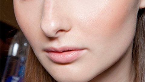 "We Asked: ""How Should I Treat Acne on Sensitive Skin?"" | StyleCaster"