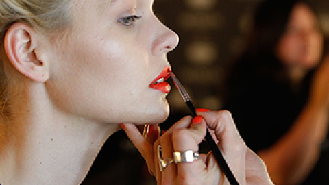 Our 5 Favorite Bright Lipsticks for Spring | StyleCaster